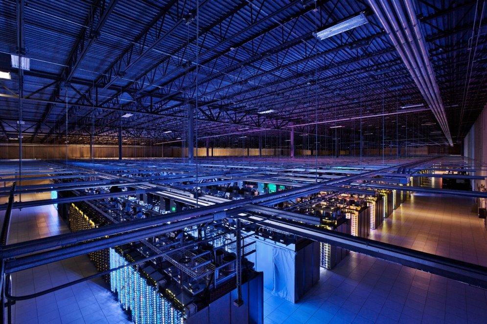 Kur dzīvo internets? Ekskursija pa 'Google' datu centriem