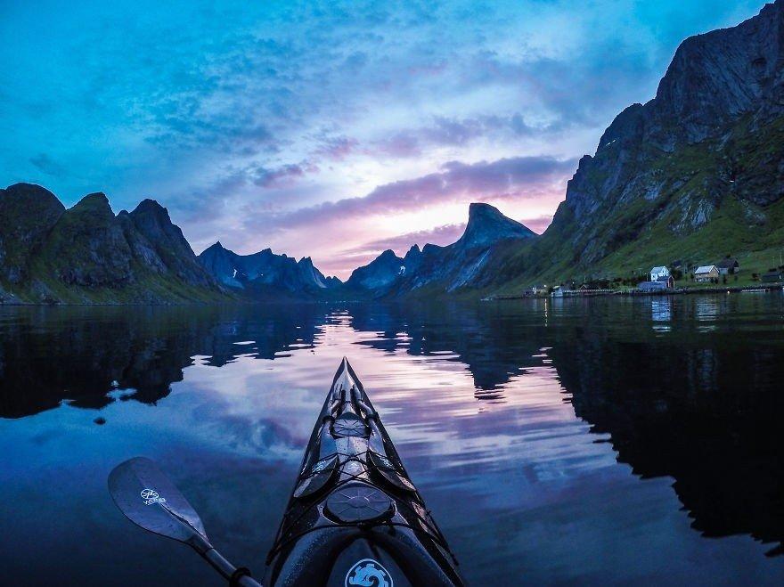 Poļu puisis no kajaka uzņem izcili skaistus Norvēģijas skatus