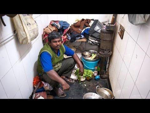 Vīrietis, kurš dzīvo tualetē