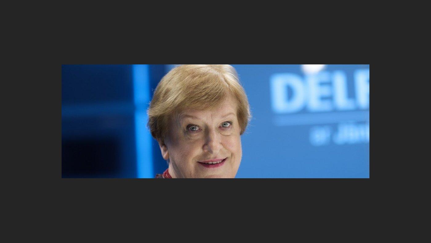 'Delfi TV ar Jāni Domburu' atbild Silvija Radzobe. Pilns ieraksts