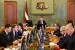 Eirobarometrs: Latvijas iedzīvotāju uzticība valdībai un tiesu sistēmai ir viena no zemākajām ES