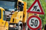 Из-за ремонтов введены ограничения на нескольких дорогах Латвии (СПИСОК)