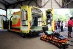 Mediķi palīdzējuši vairākas dienas uz grīdas bezpalīdzīgi gulējušai pensionārei