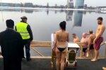 Video: Kā ticīgie gremdējas iesvētītos Daugavas ūdeņos