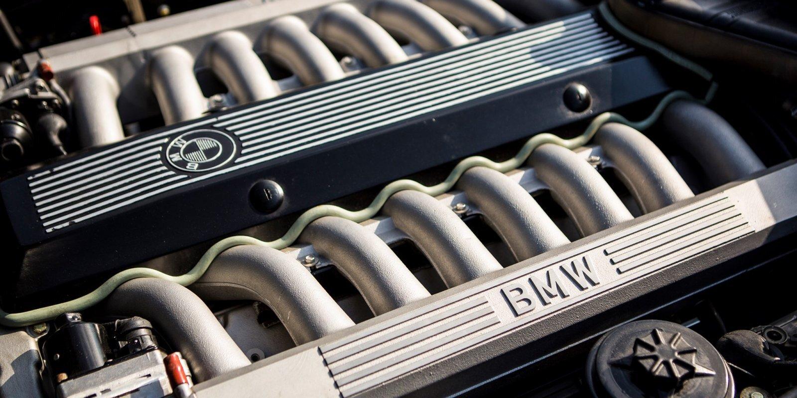Autobūves sapnis par 16 cilindru spēkratu autosportā un luksusa tirgū
