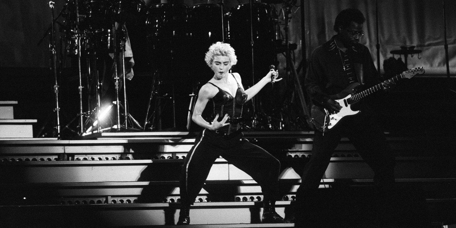 Madonna pati režisēs filmu par savas dzīves līkločiem