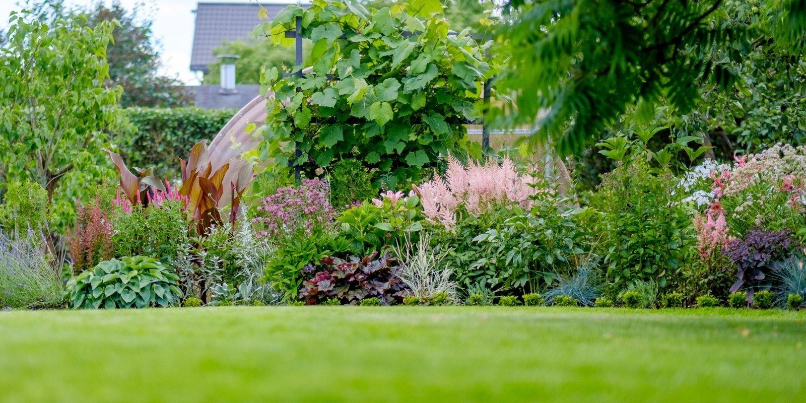Sapnis par rozā dārzu pilsētā. Simenovsku ģimenes miera oāze Dārziņos