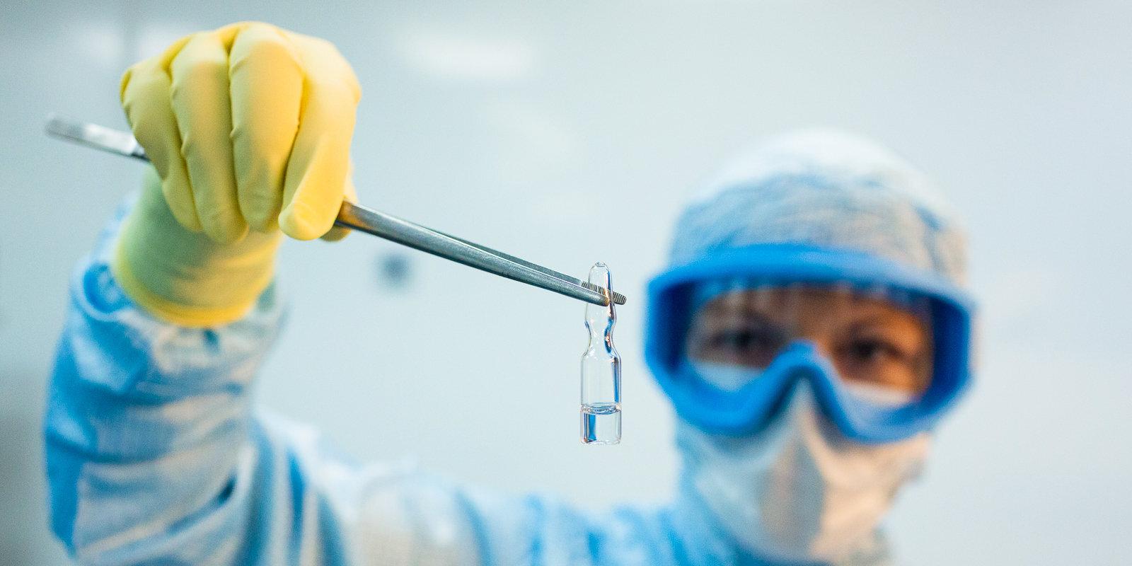 Covid-19 vakcīnu izstrāde: triecientempā, bet ar piesardzību