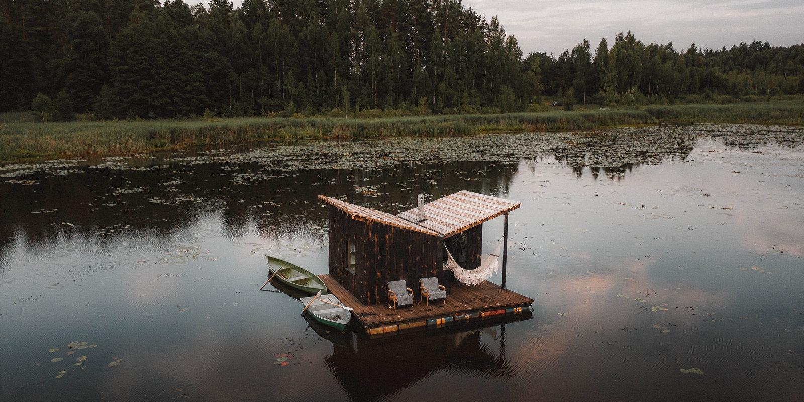 Своими руками: Как Калвис и Яна построили на озере под Талси плавучую баню