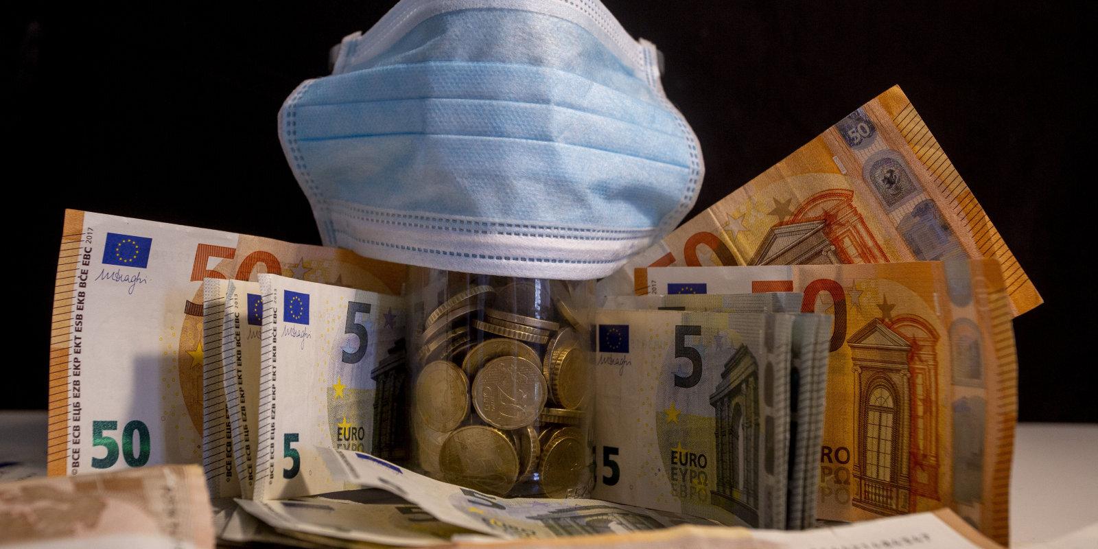 Пенсионные накопления латвийцев рухнули. Управляющие фондами объясняют, что это значит и что теперь делать