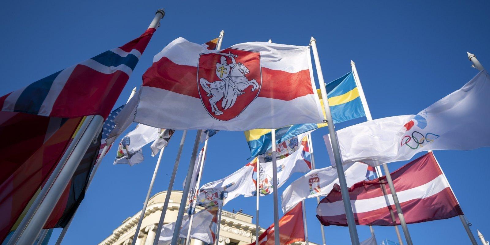 'Karogu skandāli' sportā: brāļu kari, kaimiņu naids un revolūcijas krāsas Rīgas centrā