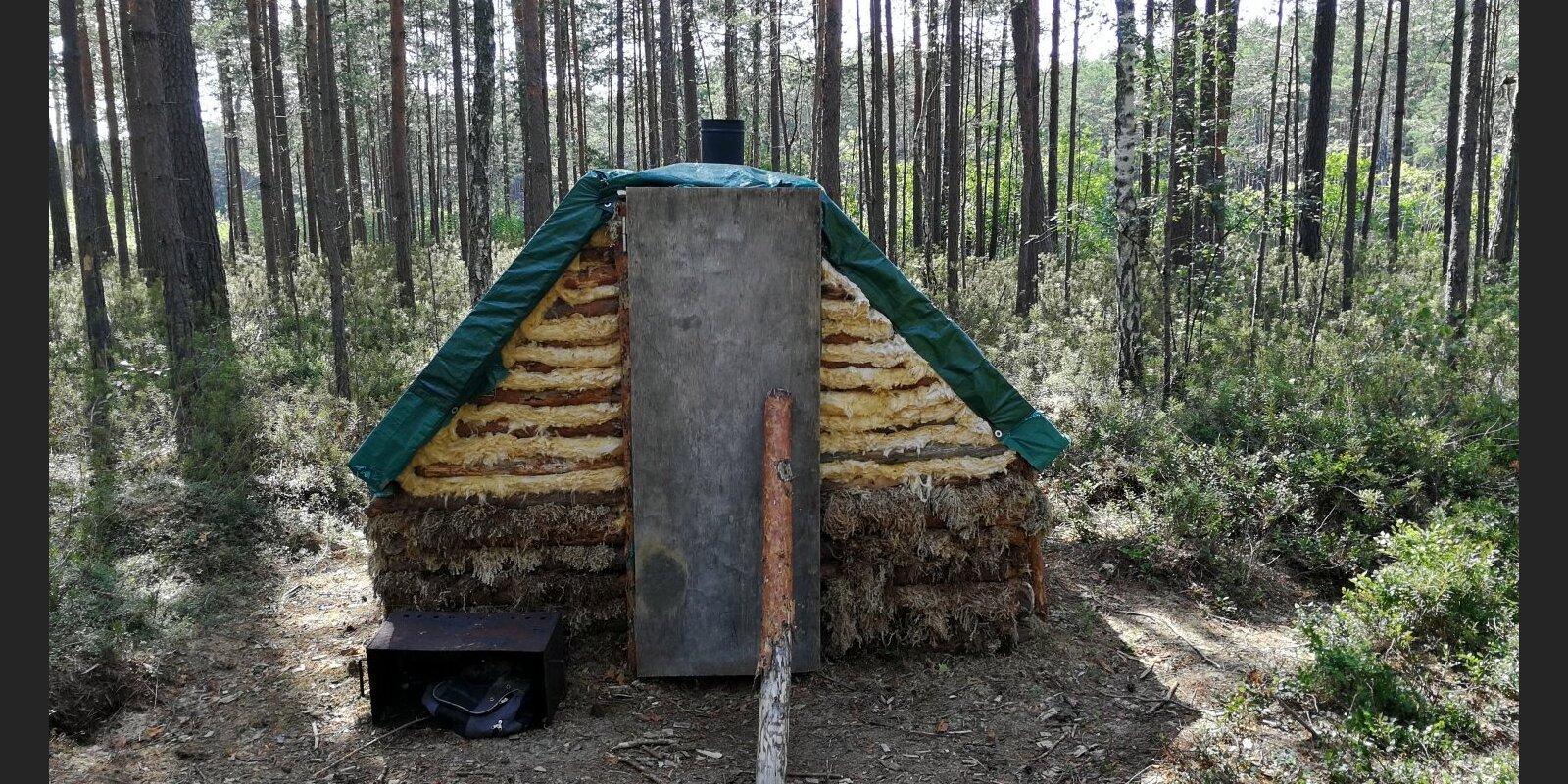 "ФОТО: Незаконная ""дача"" на острове в парке Piejūra будет снесена"