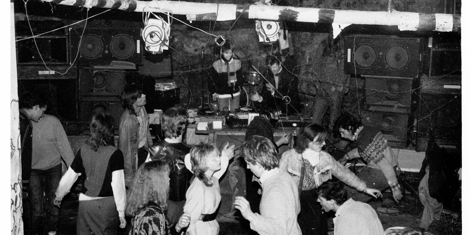 Stāsts par alternatīvo kulta klubiem – 'Krāmeni', 'Mad Mix', 'Metro'