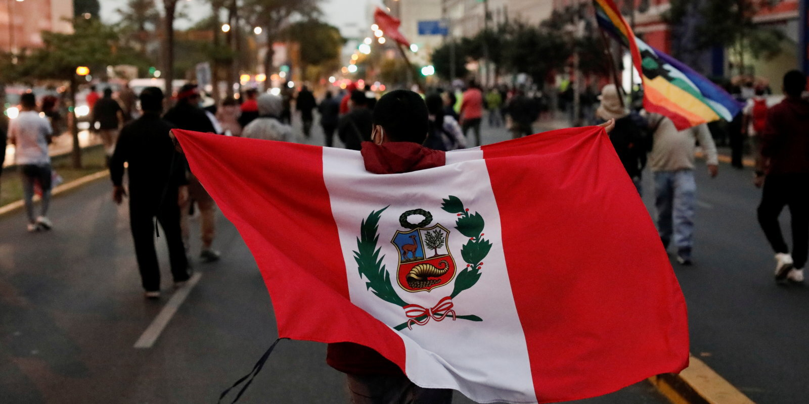 Vēstures rēgi un skandāli par sevi atgādina Peru prezidenta vēlēšanu priekšvakarā
