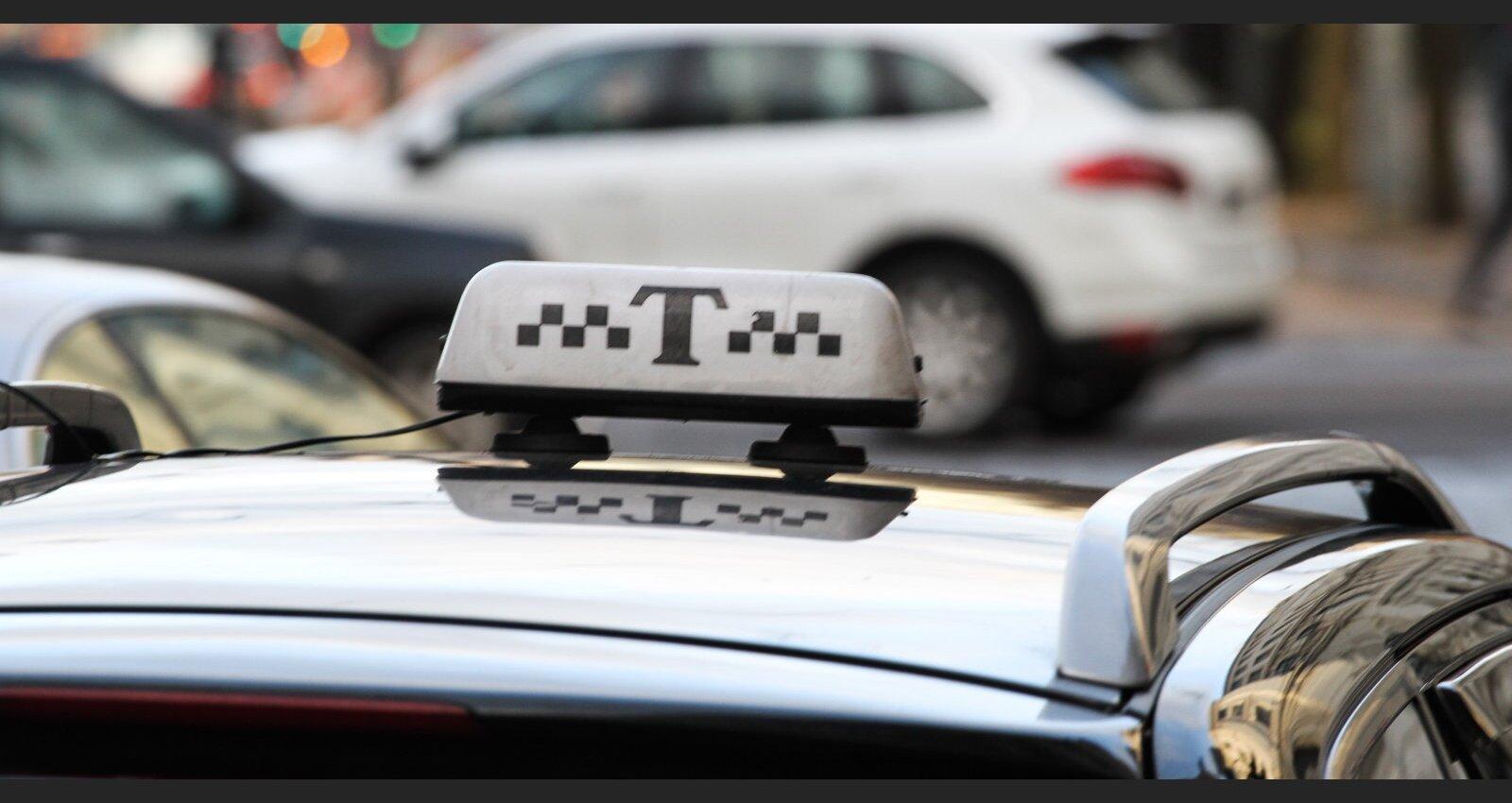 """""""Мы не просим даже помогать — не мешайте!"""" Таксисты возмущены действиями налоговой службы"""