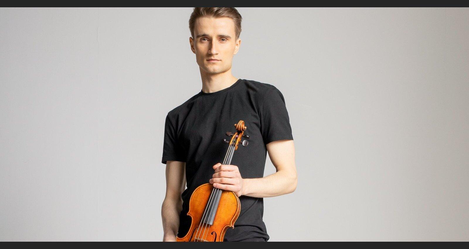 'Tās pašas dienas vakarā piezvanīja Eltons Džons.' Saruna ar latviešu vijolnieku Robertu Balanas