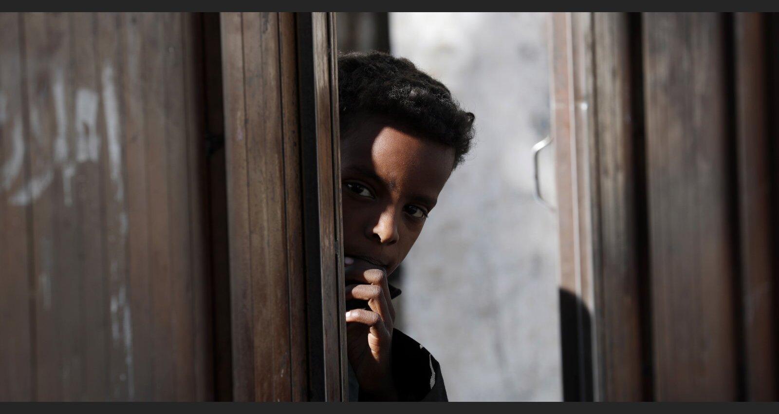 Sāpes un bads: Covid-19 neaptur asiņaino cīņu par varu Jemenā