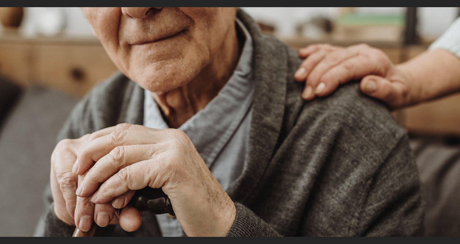 Atbalstīt, bet nelikt apsūnot dīvānā. Senioru aprūpe tuvinieku dzīvēs
