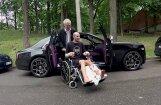 Video: Timrots ar 'Rolls-Royce' izvizina ieģipsēto motofrīstailistu Aleksandroviču