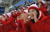 Spilgti kadri: Ziemeļkorejas 'skaistuļu armija' atbalsta savus sportistus