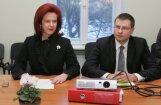 Zatlers pirms vakara uzrunas tiekas ar Āboltiņu, Dombrovski un Kalnmeieru