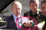 Video: Putins nespēj atvērt UAZ durvis, ģenerālis norauj rokturi