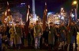 ВИДЕО: Факельное шествие по центру Риги собрало сотни участников