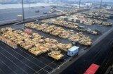Foto: Vācijā izkrautā bruņutehnika pirms nogādāšanas Austrumeiropā