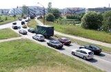 Reti braucošos autovadītājus biedē intensīva pilsētas satiksme, liecina aptauja
