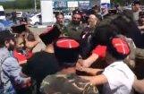 Video: Kazaki Anapā uzbrūk Navaļnijam un viņa fonda darbiniekiem