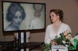 Foto: Operas zvaigzne Evija Martinsone uzstājas Rozentāla izstādē