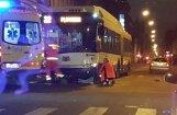 Трагедия в центре Риги: под колесами 22-го троллейбуса погиб пешеход