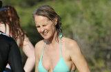 Foto: 54 gadus vecā Helēna Hanta bikini izskatās satriecoši