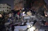 Foto: Indijā sabrūk viesnīca; 10 bojāgājušie