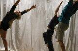 Pirmizrādi piedzīvos laikmetīgās dejas izrāde 'Trīspadsmit21'