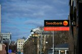 Par trūkumiem klientu darījumu uzmanīšanā uzraugs 'Swedbank' piemēro 1,4 miljonu eiro sodu