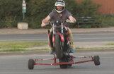 'Ātruma cilts': Kā iemācīties 'paraut ratā' ar motociklu