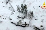 Спасатели нашли десять выживших в заваленном снегом отеле в Италии