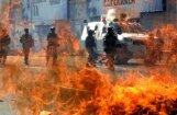 Foto: Grandiozajos Venecuēlas protestos pirmais bojāgājušais