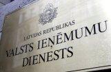 Aizturēta VID darbiniece, kuras radītā shēmā izkrāpti 1,7 miljoni eiro