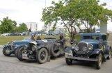 Foto: Pie Rīgas Motormuzeja piestājuši klasisko auto rallija dalībnieki