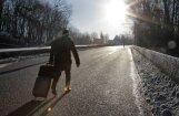 Pēc lidojuma 'airBaltic' reisā no čemodāna pazūd nauda, pase un dators; lidsabiedrība atbildību neuzņemas