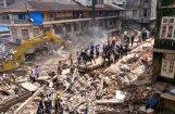 Video: Mumbajā zem sagruvušas ēkas dzīvību zaudējis 21 cilvēks