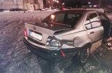 Video: Jau otro vakaru 'Elkor Plaza' stāvlaukumā savstarpēji avarē driftētāji ar BMW