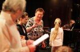 'Zelta mikrofonu' par mūža ieguldījumu saņems 'dzeguzēnu' mamma Daila Martinsone
