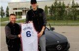 Foto: Porziņģis tepat Latvijā pārveidojis savu glauno 'Mercedes'