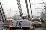 Автолюбителей предупреждают о заторах на выездах из Риги