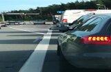Video: Kā bezkaunīgs 'Audi A6' vadītājs apdzina citus spēkratus pie luksofora