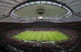 Varšavas stadionā pirms pusfināla daļēji pārstāda zālāju