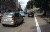ФОТО: На улице Лачплеша появилась велополоса - водители возмущены